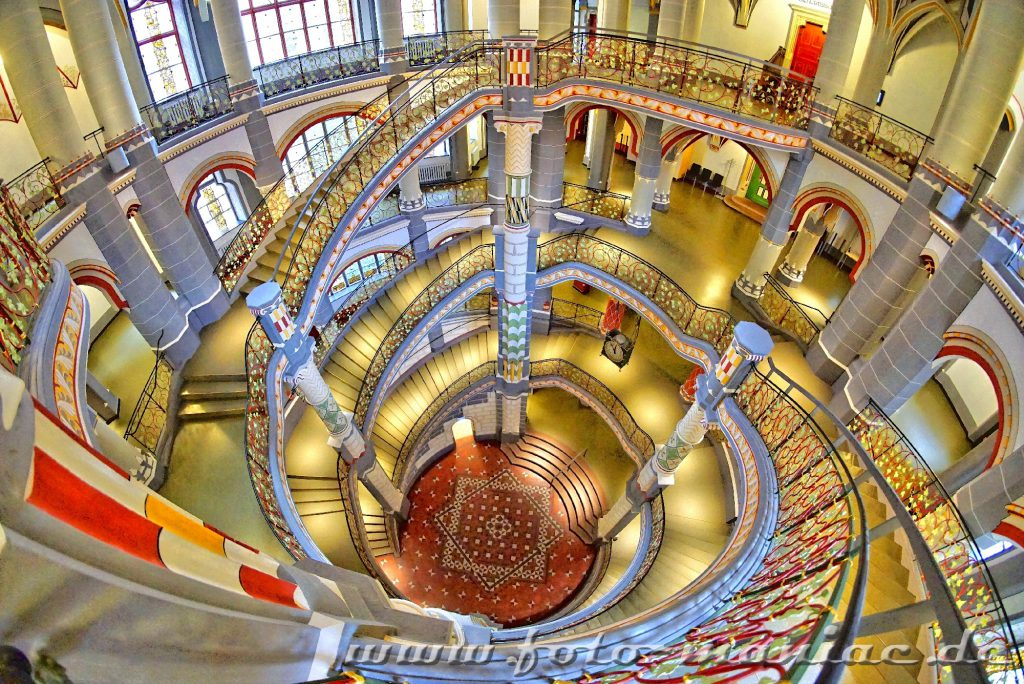 Prachtvolles Landgericht in Halle - Blick nach unten