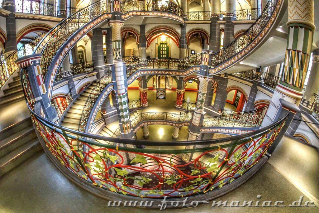 Phantastisches Treppenhaus im prachtvollen Landgericht in Halle