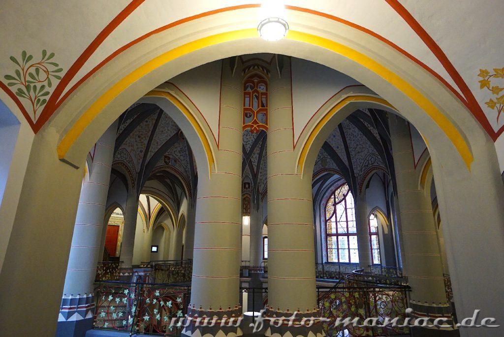 Säulen im prachtvollen Landgericht in Halle