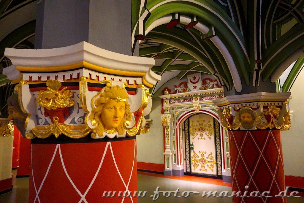 Das prachtvolle Landgericht in Halle - Schmuck-Säulen