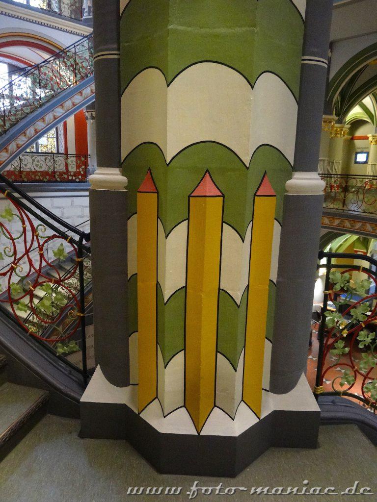 Schön dekorierte Säule im prachtvollen Landgericht in Halle