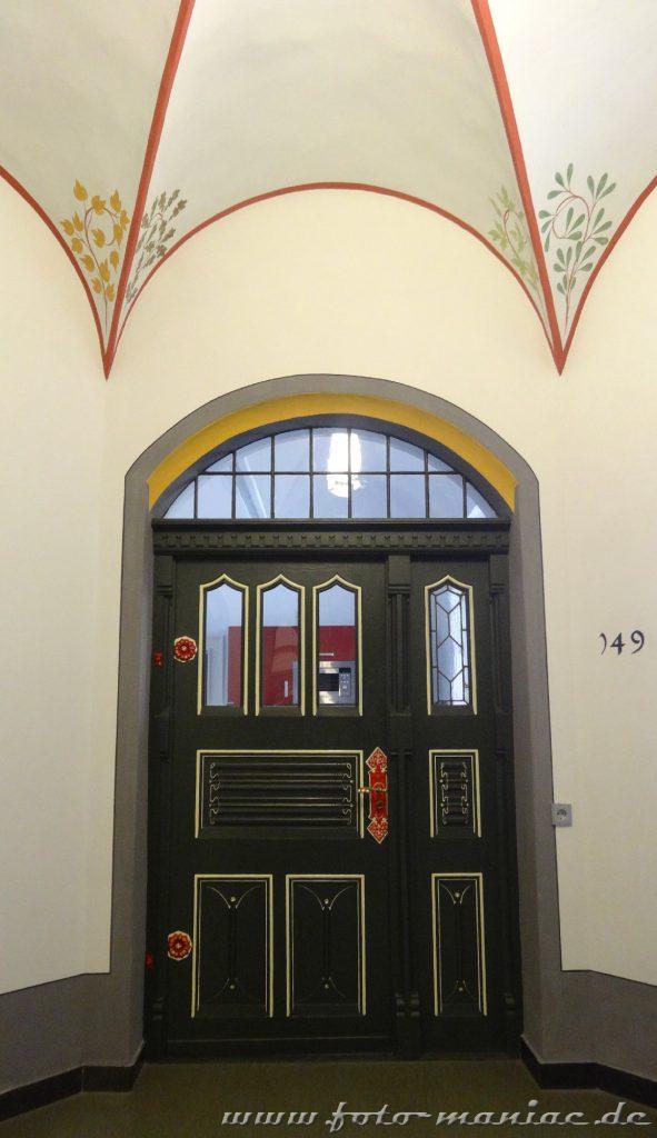 Schön dekorierte Türen im prachtvollen Landgericht in Halle