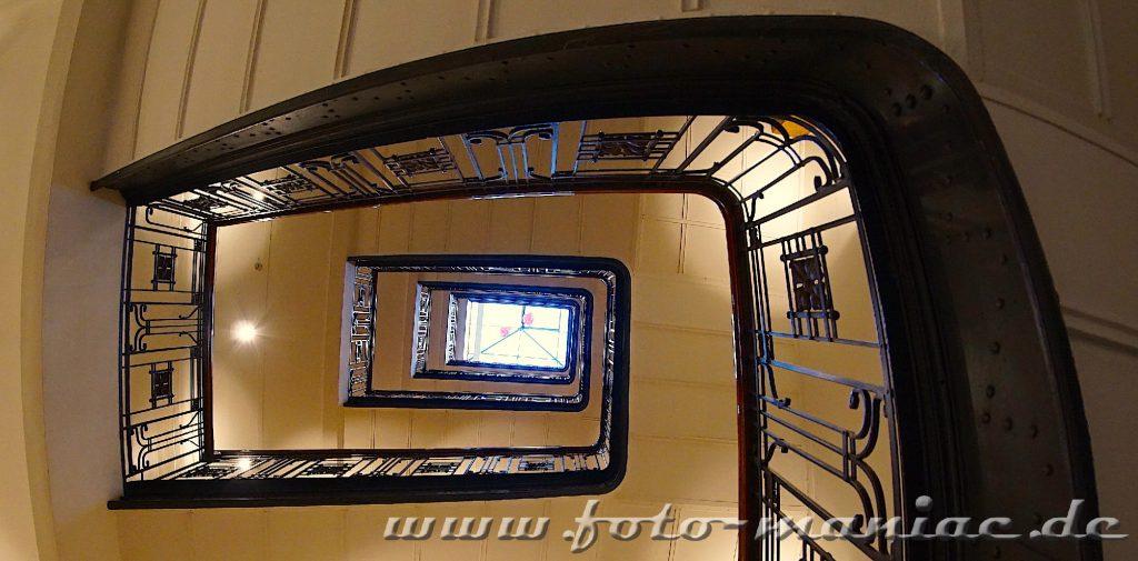 Hamburgs schöne Spiralen - Treppe im Alten Klöpperhaus