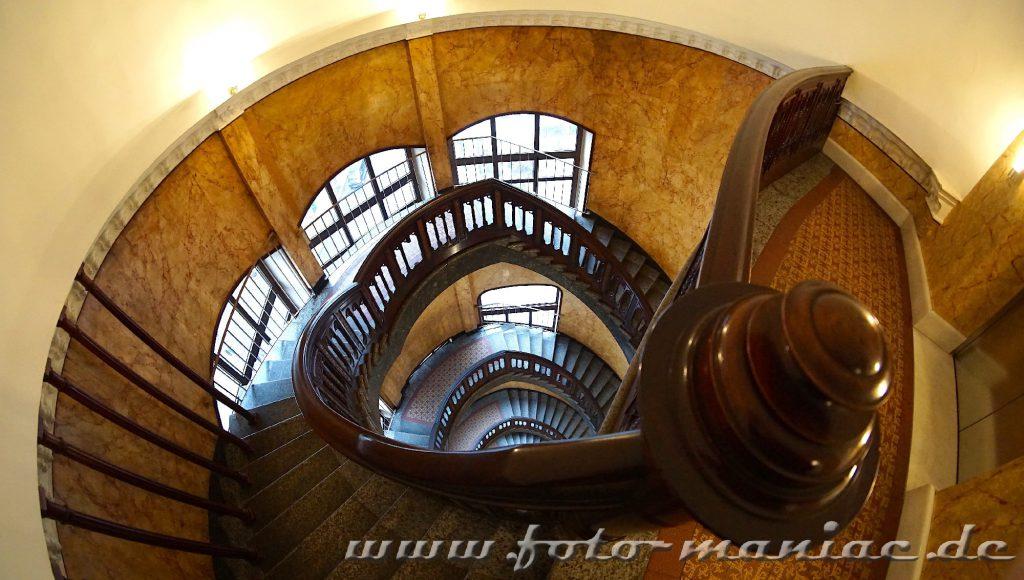 Hamburgs schöne Spiralen - Wendeltreppe im Alsterthor