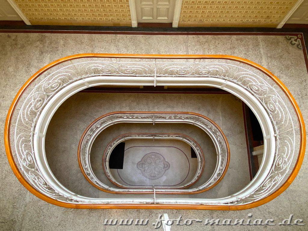 Hamburgs schöne Spiralen - Treppe im Asiahaus