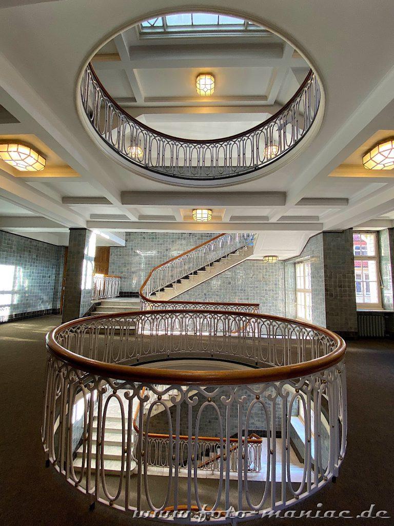 Hamburgs schöne Spiralen - in der Esplanade gibt es tolle Treppenhäuser