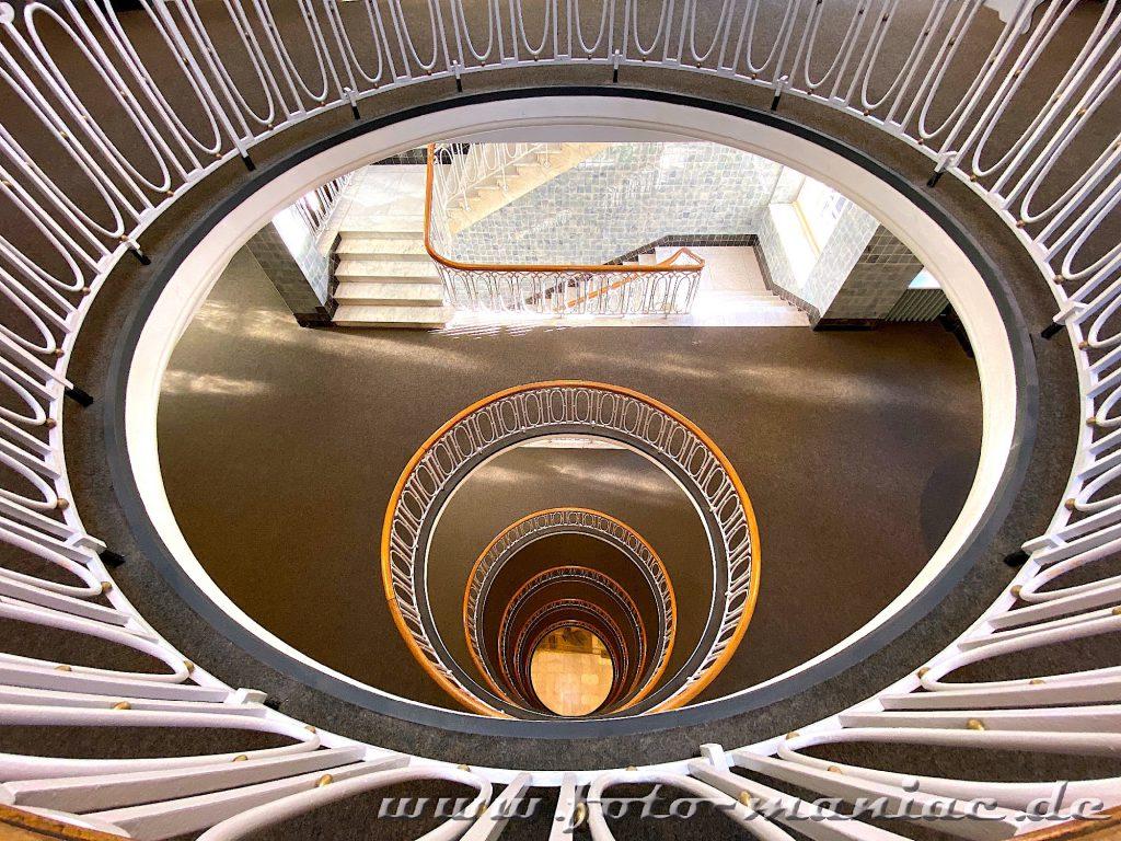 Hamburgs schöne Spiralen - auch die Esplanade hat ein tolles Treppenhaus