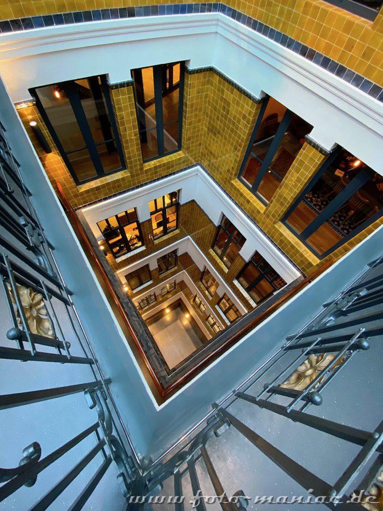 Hamburgs schöne Spiralen - Treppenhaus im Alten klöpperhaus