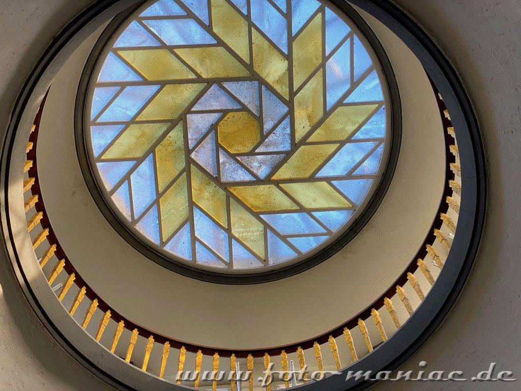 Hamburgs schöne Spiralen - Deckenlicht im Meßberghof