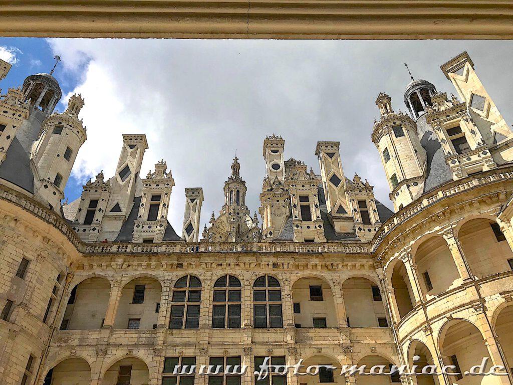 Wie Schachfiguren muten die Türmchen und Kamine des majestätischen Chateaus Chambord an