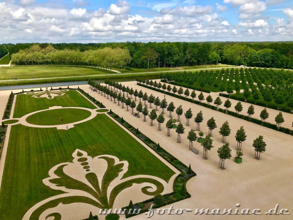 Akribisch angelegter Garten vom majestätischen Chateau Chambord