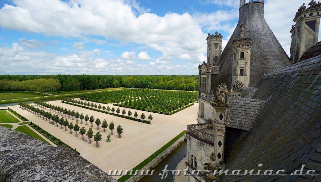 Blick in den Garten vom majestätischen Chateau Chambord