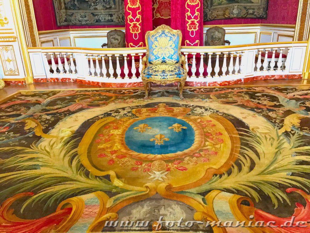 Prächtiger Teppich im Prunksaal vom majestätischen Chateau Chambord