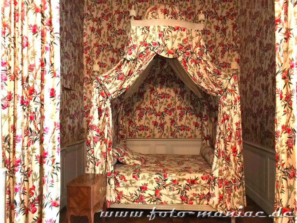 Prunkbett im majestätischen Chateau Chambord