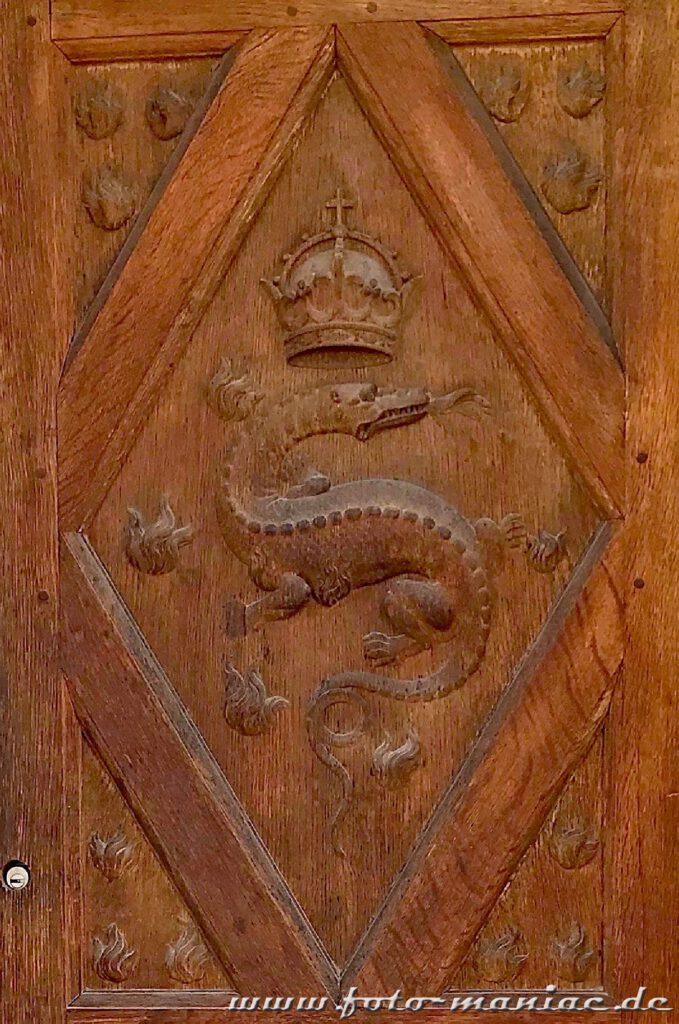 Wie bei dieser Tür stößt man überall im Chateau Chambord auf den Salamander