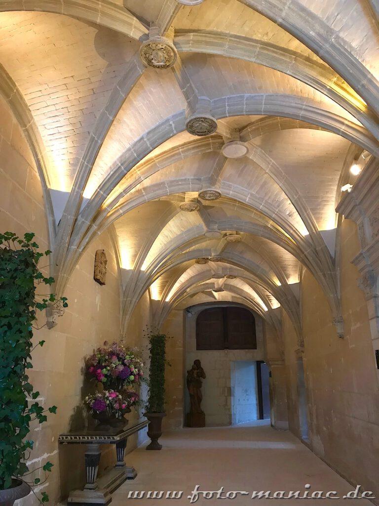 Überall im Chateau Chenonceau sind Gestecke zu sehen