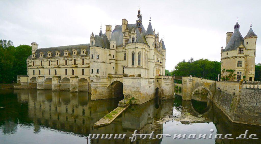 Chateau Chenonceau mit der Brücke über den Cher