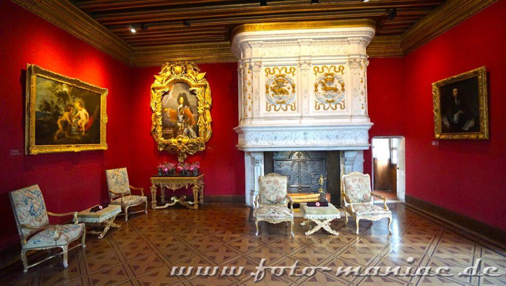 Renaissance-Sitzmöbel am Kamin