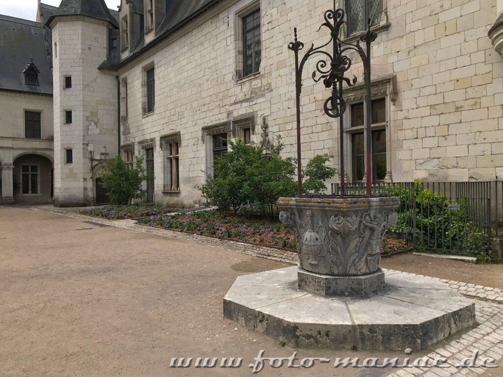 Brunnen im Innenhof des Schlosses