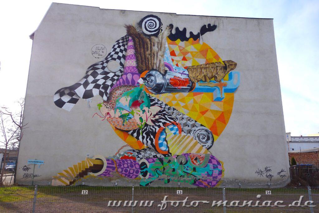 Schöne Graffiti- Mural auf einer Giebelwand