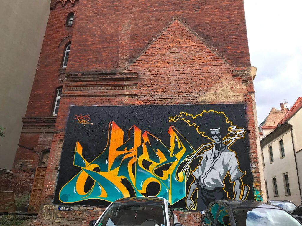 Graffito an einer Backsteinwand