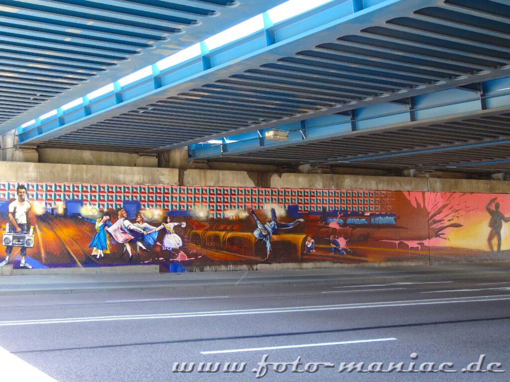Graffito zeigt fröhliche Menschen