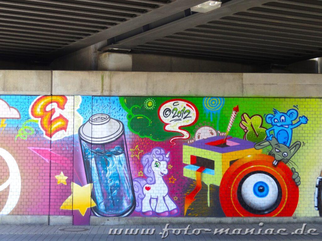 Mäuse und Einhorn mit Dose auf Graffito