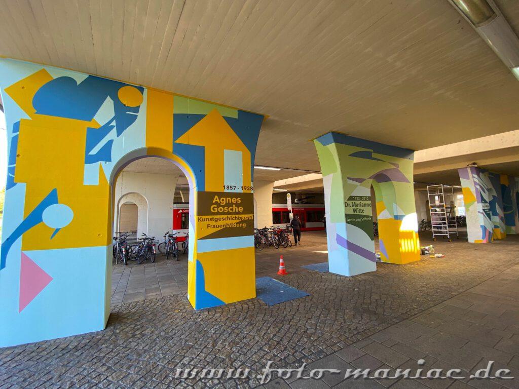 Gleis-Unterführung mit Graffiti gestaltet
