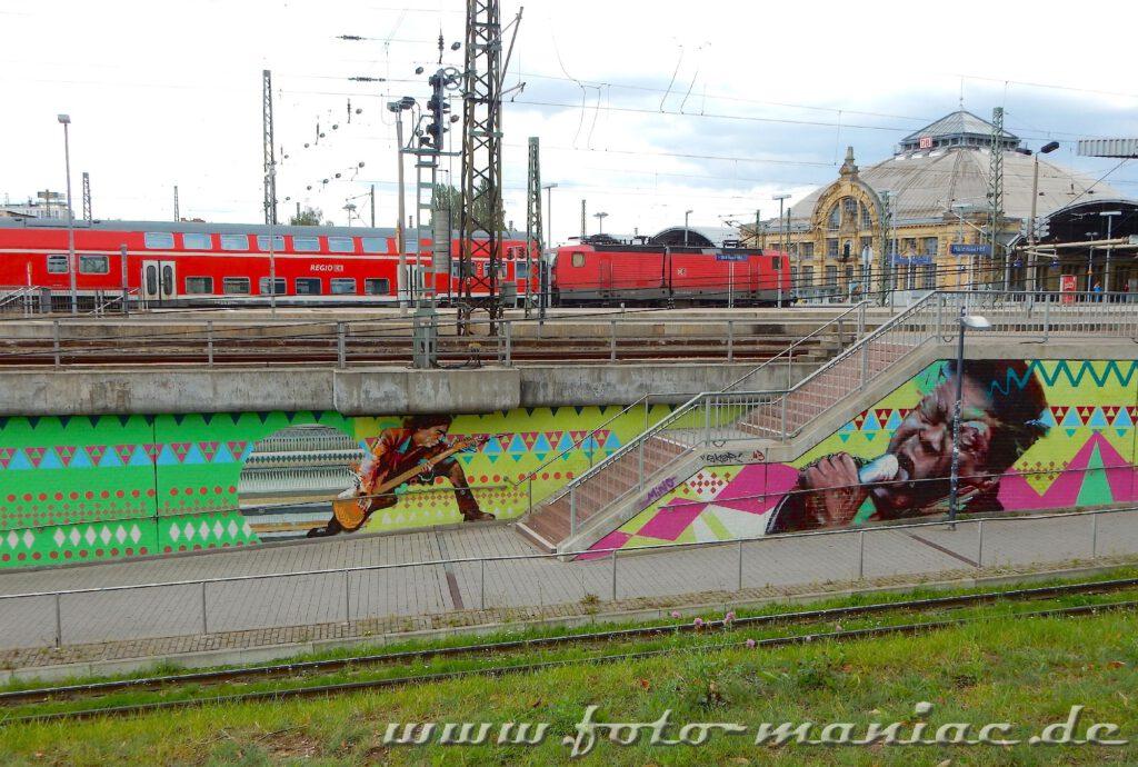 Blick auf schöne Graffiti vor dem Hauptbahnhof