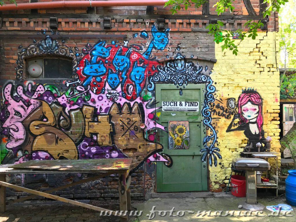 Graffiti an Schuppenwand