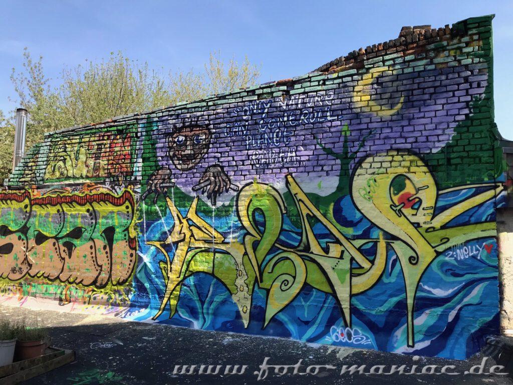 Wand mit Graffito