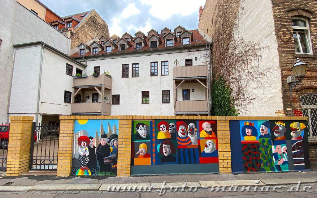 Schöne Graffiti in Halle - Phantasiefiguren auf einer Mauer
