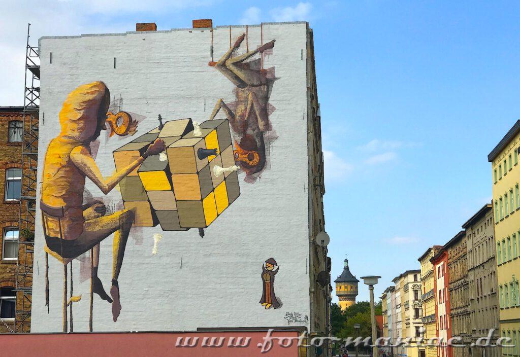 Schöne Graffiti in Halle - zwei Figuren mit Rubikwürfel