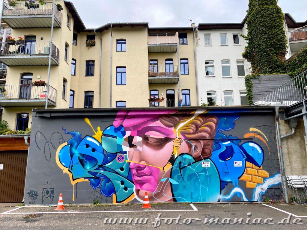 Schöne Graffiti in Halle - Gesicht an einer Mauer