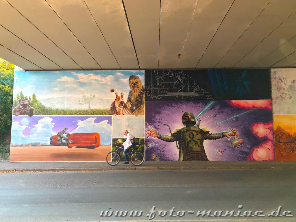 Radfahrer vor Star Wars-Graffito
