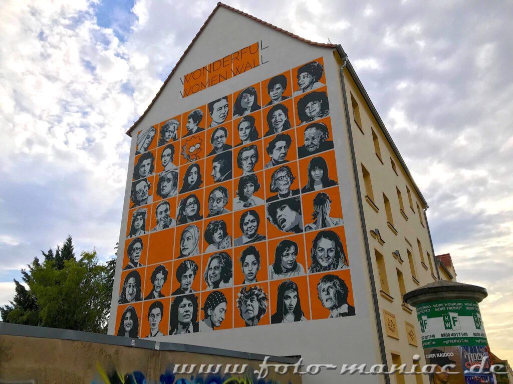 Schöne Graffiti in Halle - Giebelwand mit Porträts prominenter Frauen