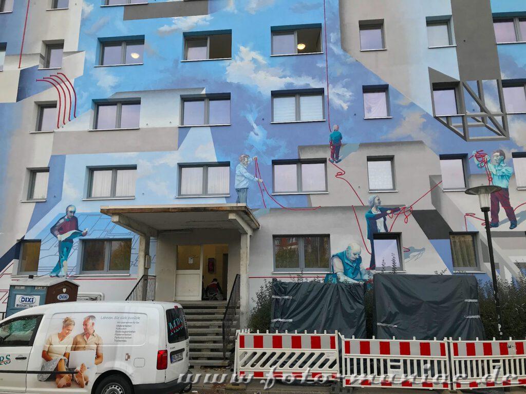 Schöne Graffiti - Figuren auf Fassade