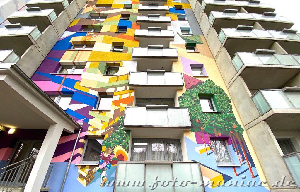 Graffiti zwischen Balkons