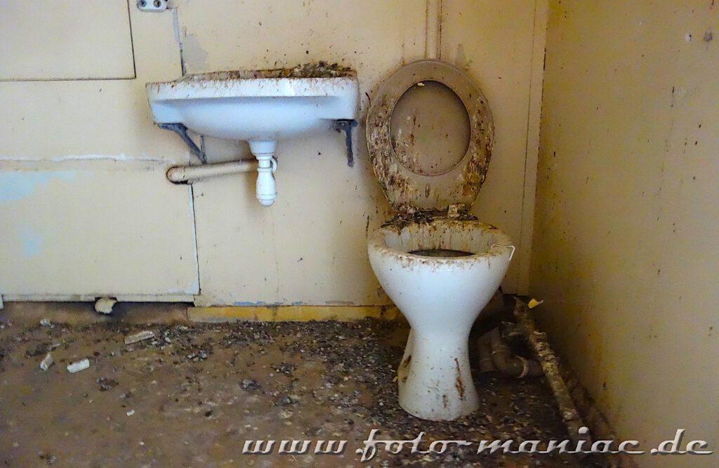 Beschmutzte Sanitärkeramik