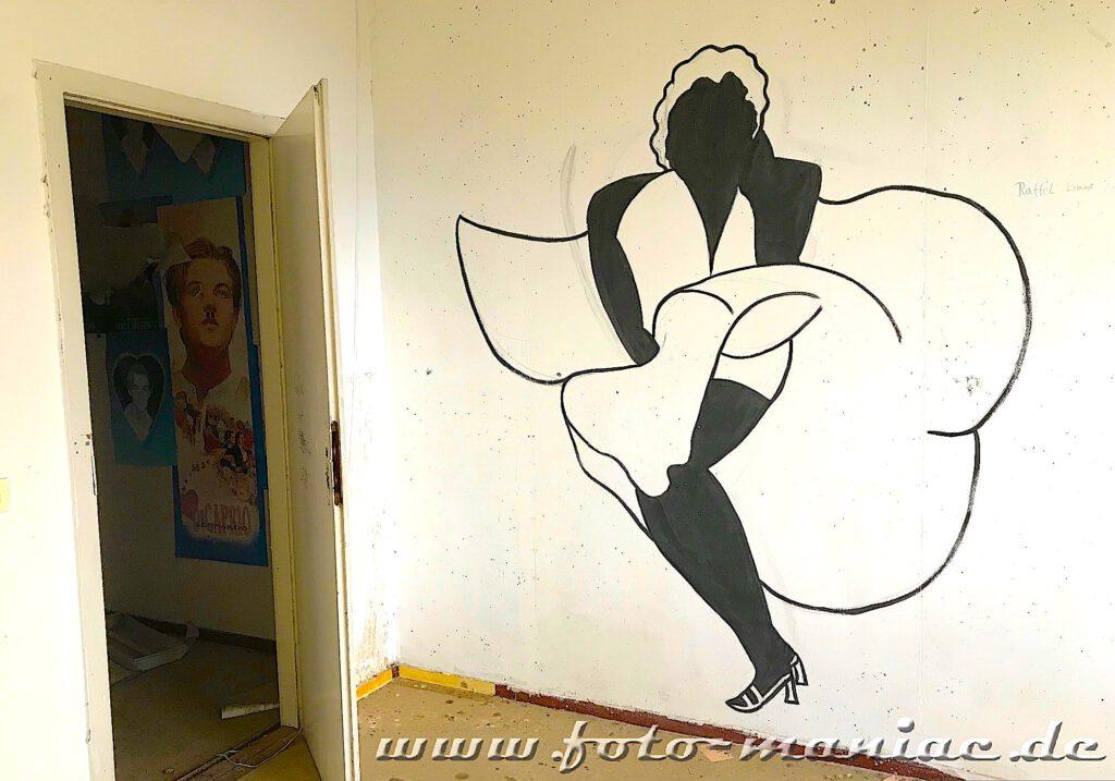 Marode Platte - Wandzeichnung Marilyn Monroe mit hochfliegendem Kleid