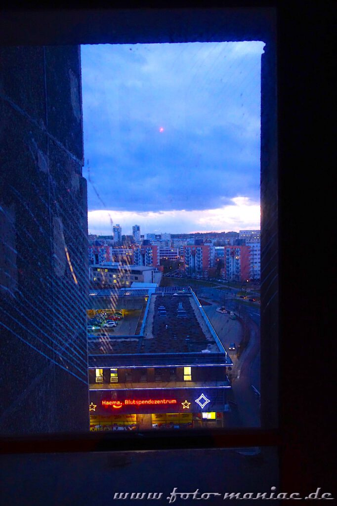 Blick aus einem Fenster auf Halle-Neustadt