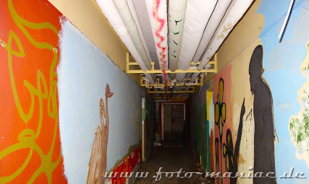 Marode Platte - Heizungsrohre an der Decke