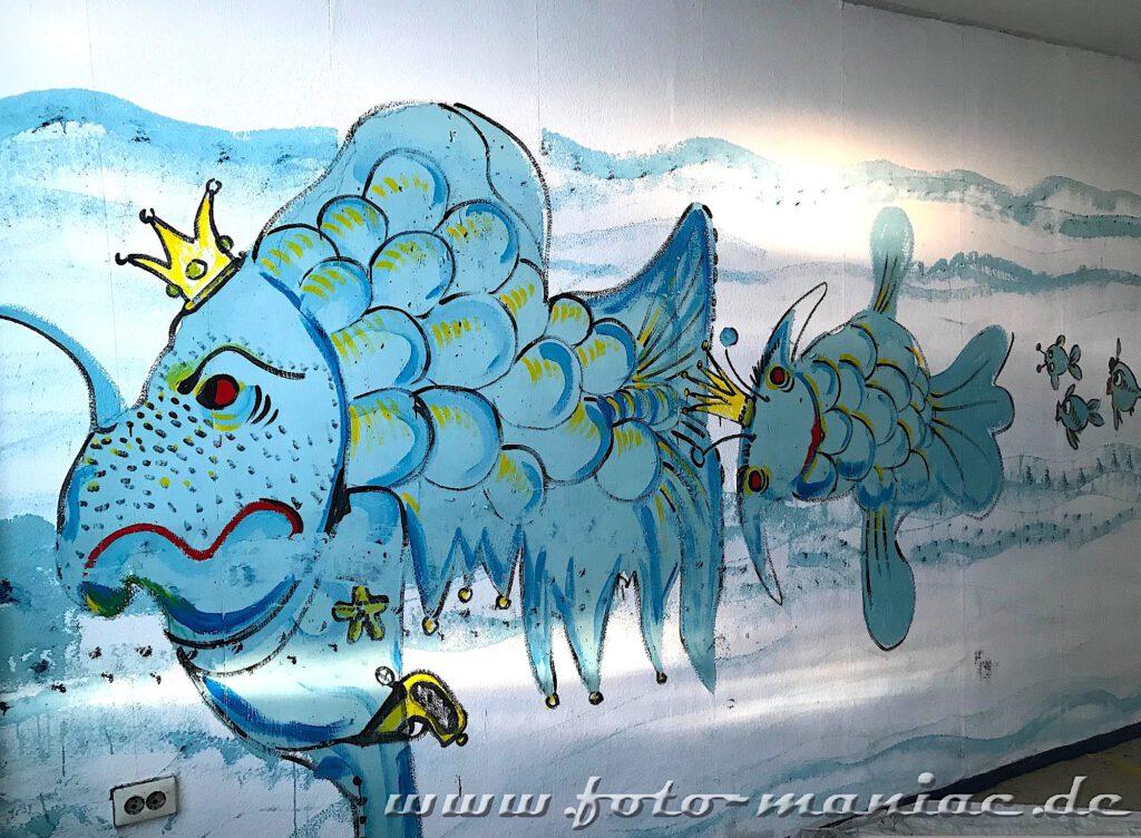 Fische mit Kronen auf Wandbild