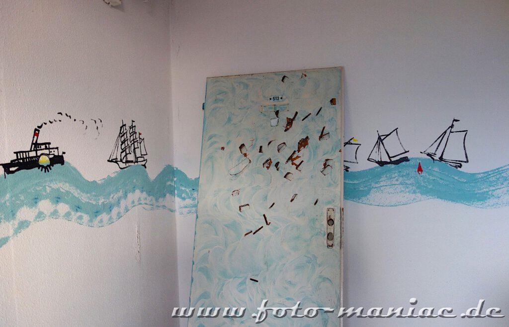 Wandbild mit Schiffen auf blauen Wellen