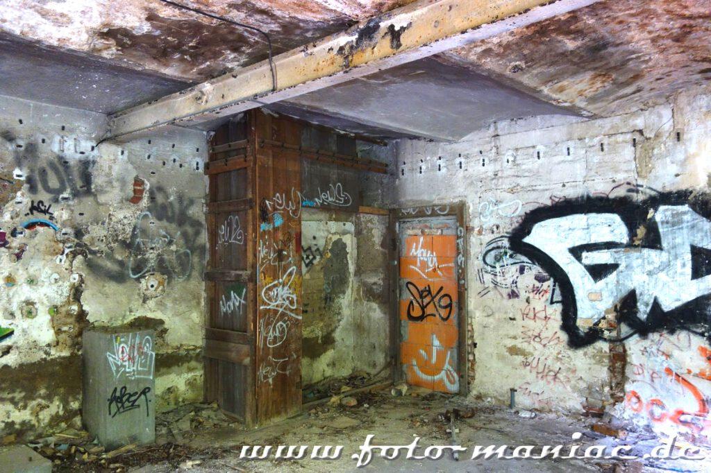 Blick in das Kellergeschoss der verlassenen Spritfabrik in Halle