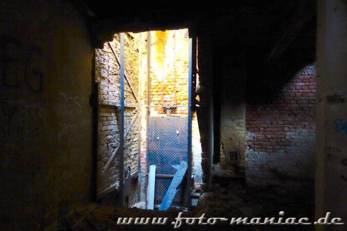 Reste eines Aufzugs in der verlassenen Spritfabrik in Halle