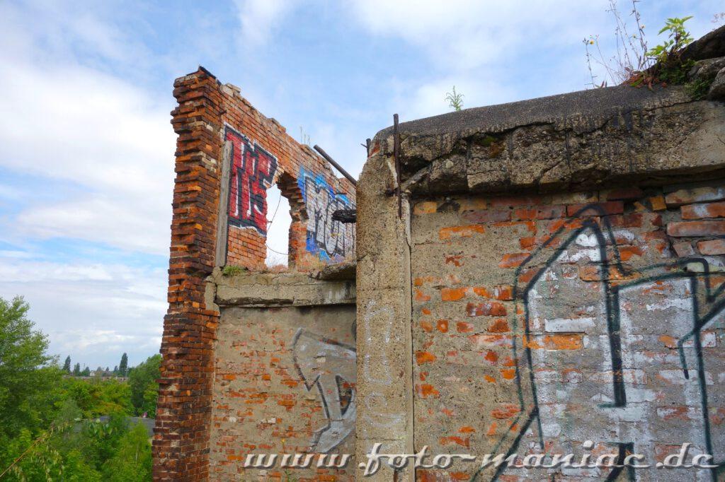 Grundmauern von den Gebäuden stehen noch