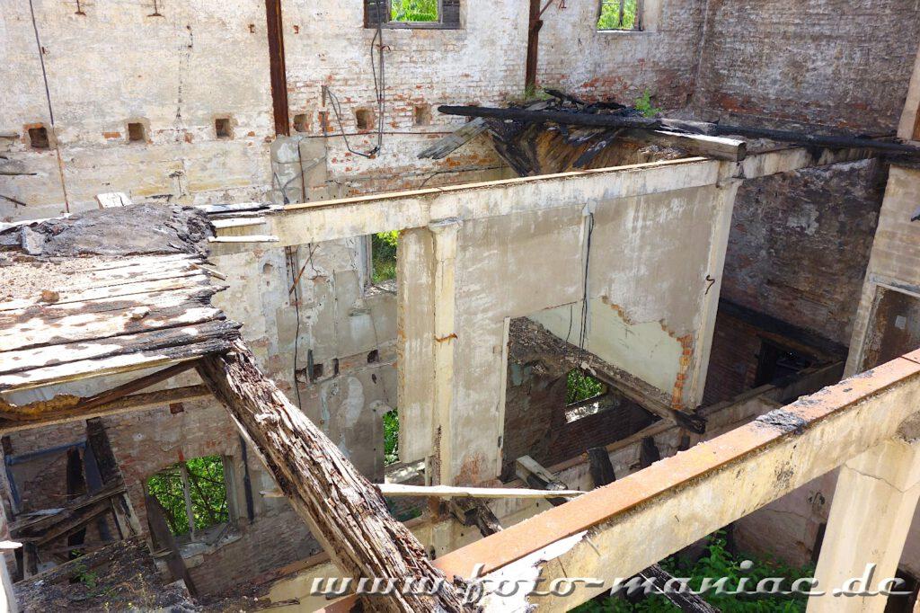 Gebäue ohne Dach in der verlassenen Spritfabrik in Halle