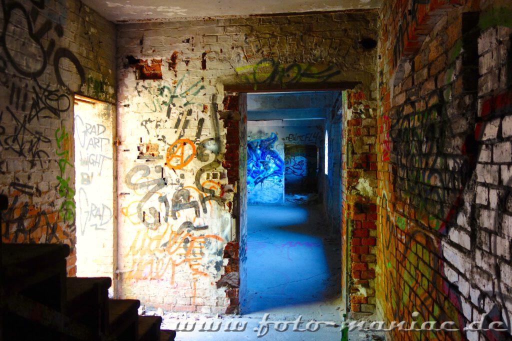 In den Gebäuden der verlassenen Spritfabrik in Halle wurden die Türen entfernt