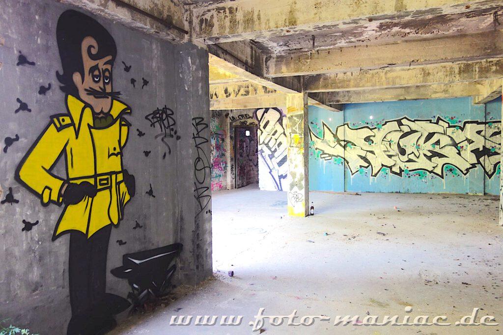 Comic-Figrur wurde an eine Wand in der verlassenen Spritfabrik in Halle gesprüht